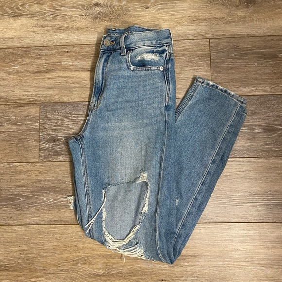 American Eagle Ripped Mom Jeans Sz 00